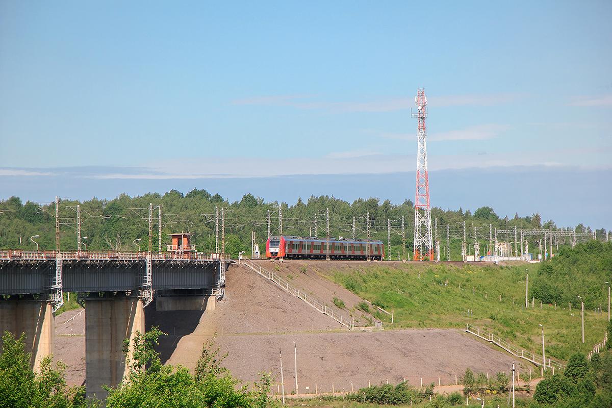 Электропоезд ЭС1 на перегоне Мстинский мост - Торбино