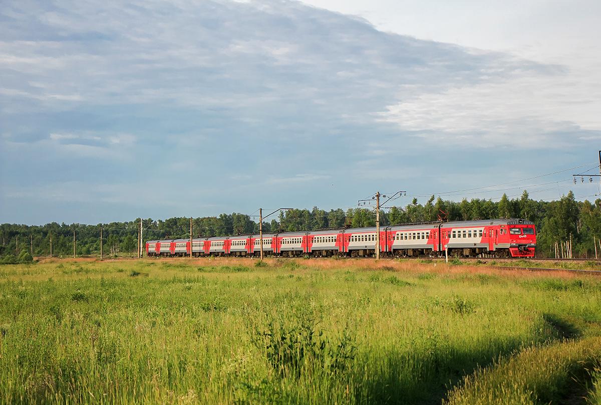 Электропоезд ЭТ2М-053 на перегоне Конаковский Мох - Решетниково