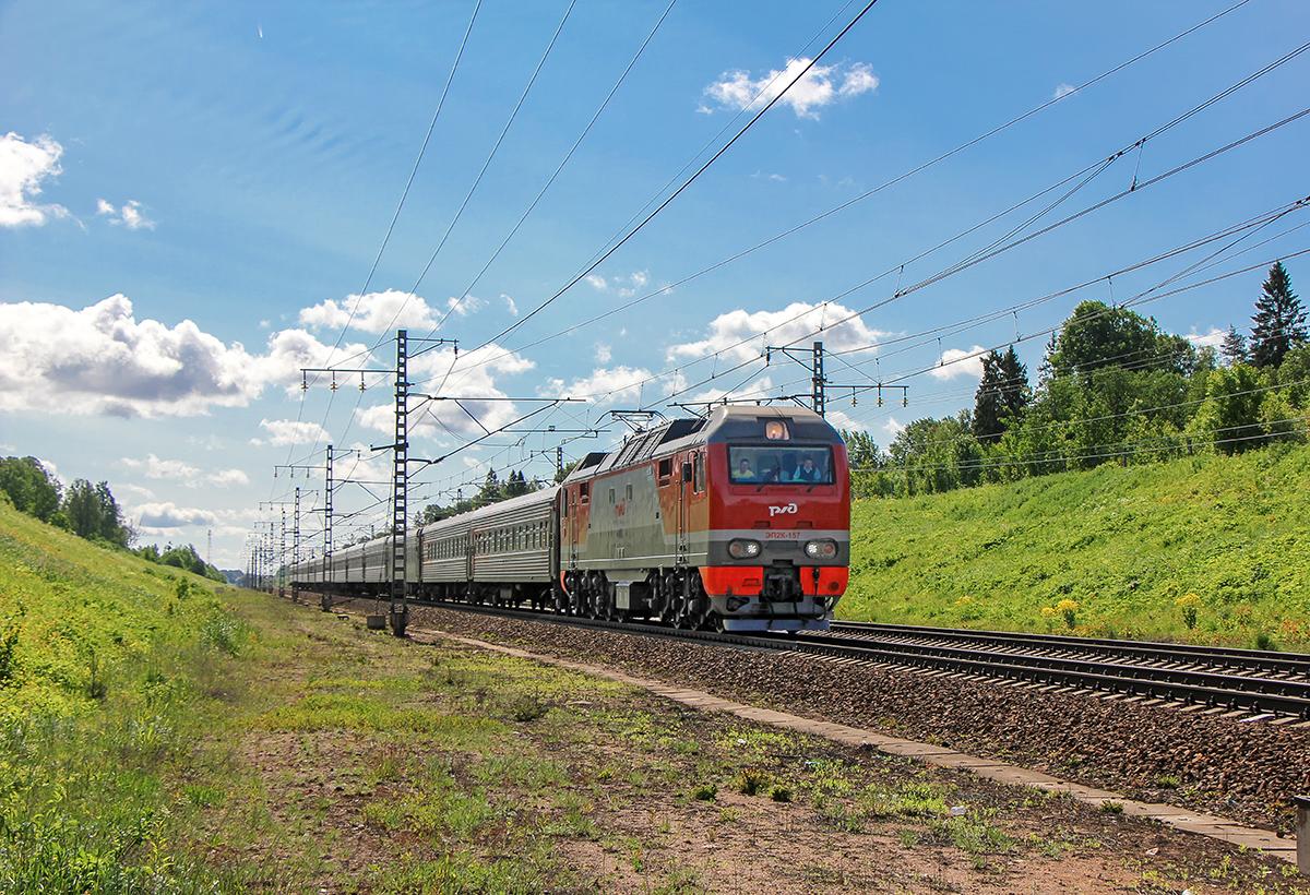 Электровоз ЭП2К-157 с пассажирским поездом, перегон Торбино - Мстинский мост