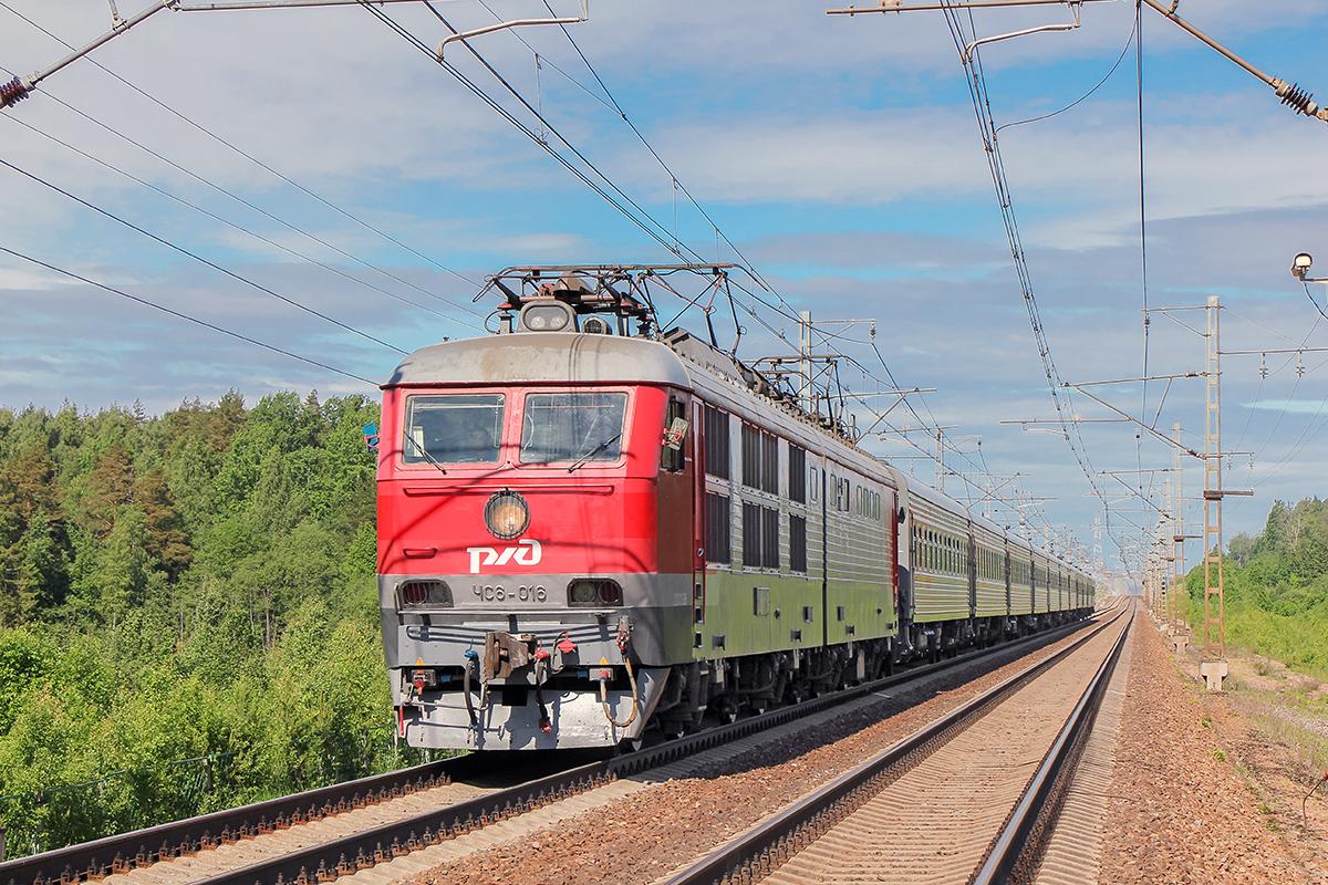 Электровоз ЧС6-016 с пассажирским поездом, перегон Мстинский мост - Торбино