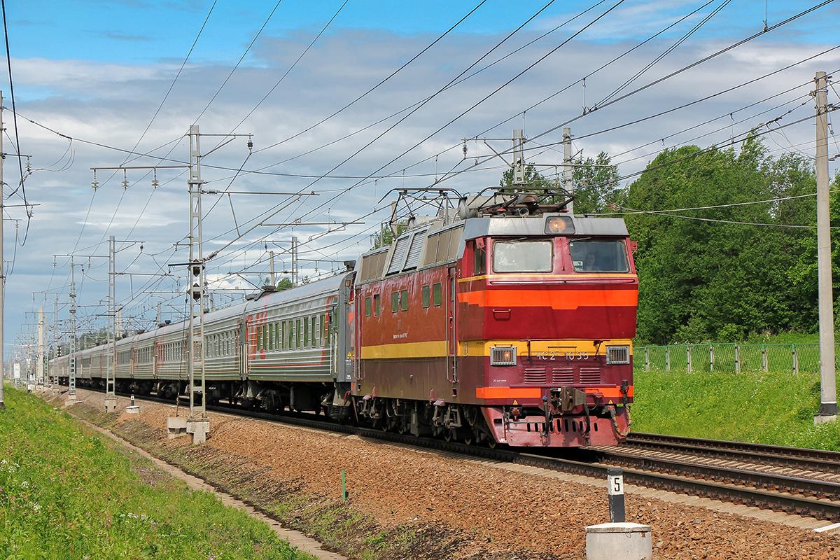 Электровоз ЧС2Т-1035 с пассажирским поездом, перегон Мстинский мост - Торбино