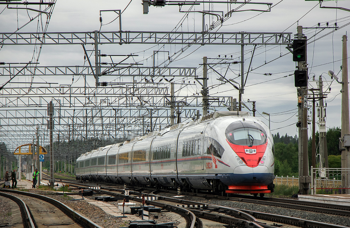 """Электропоезд ЭВС1-10 """"Сапсан"""" проследует станцию Торбино"""