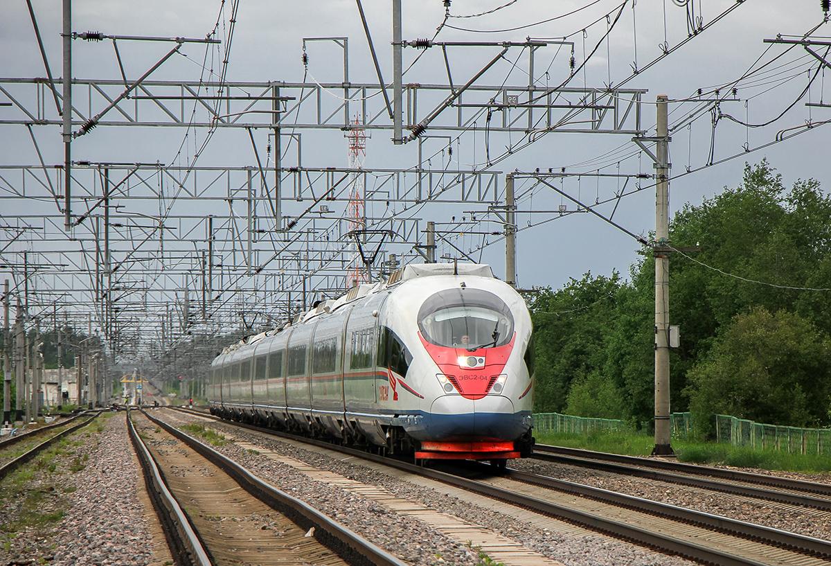 """Электропоезд ЭВС2-04 """"Сапсан"""" проследует станцию Торбино"""