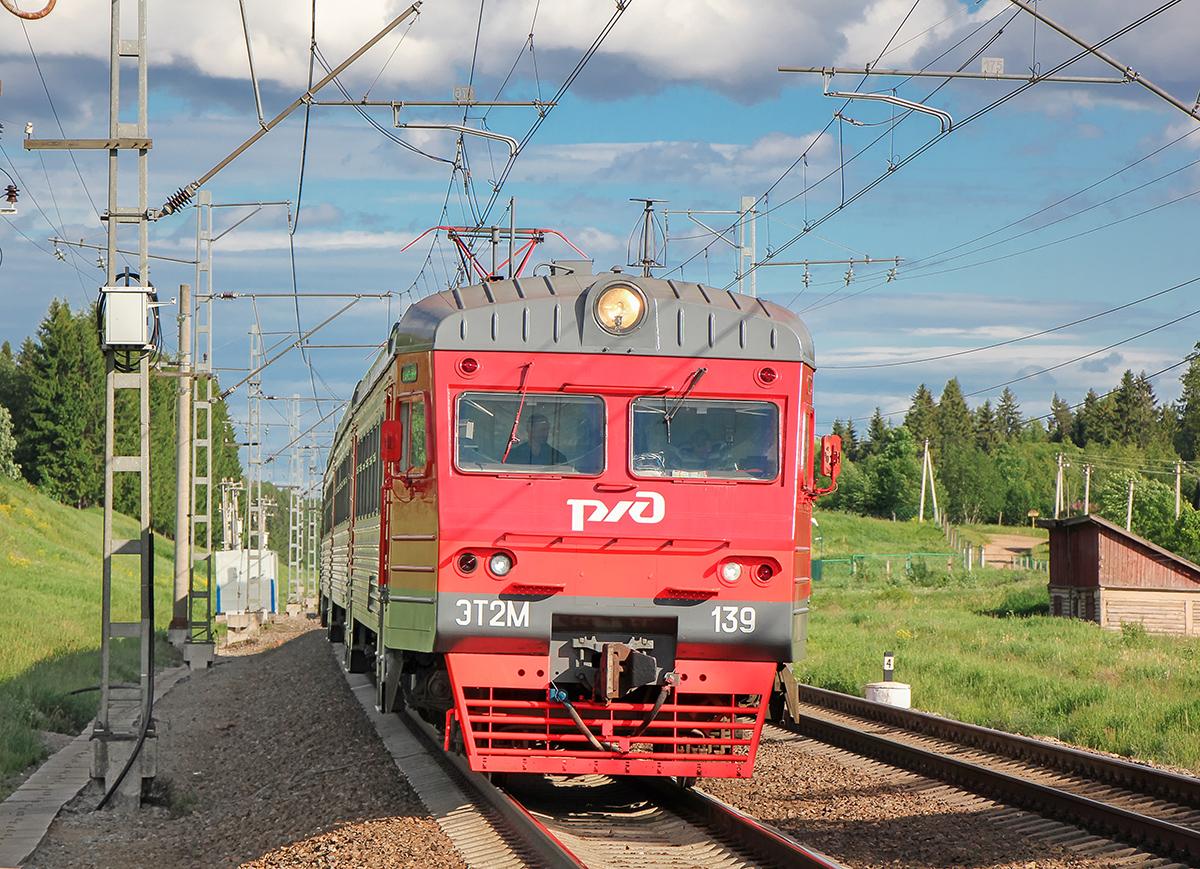Электропоезд ЭТ2М-139 на перегоне Боровёнка - Торбино