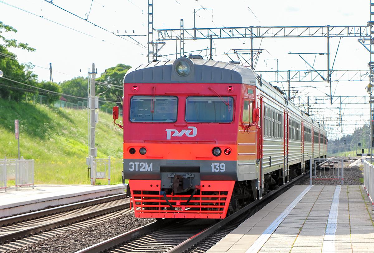 Электропоезд ЭТ2М-139 на станции Мстинский мост