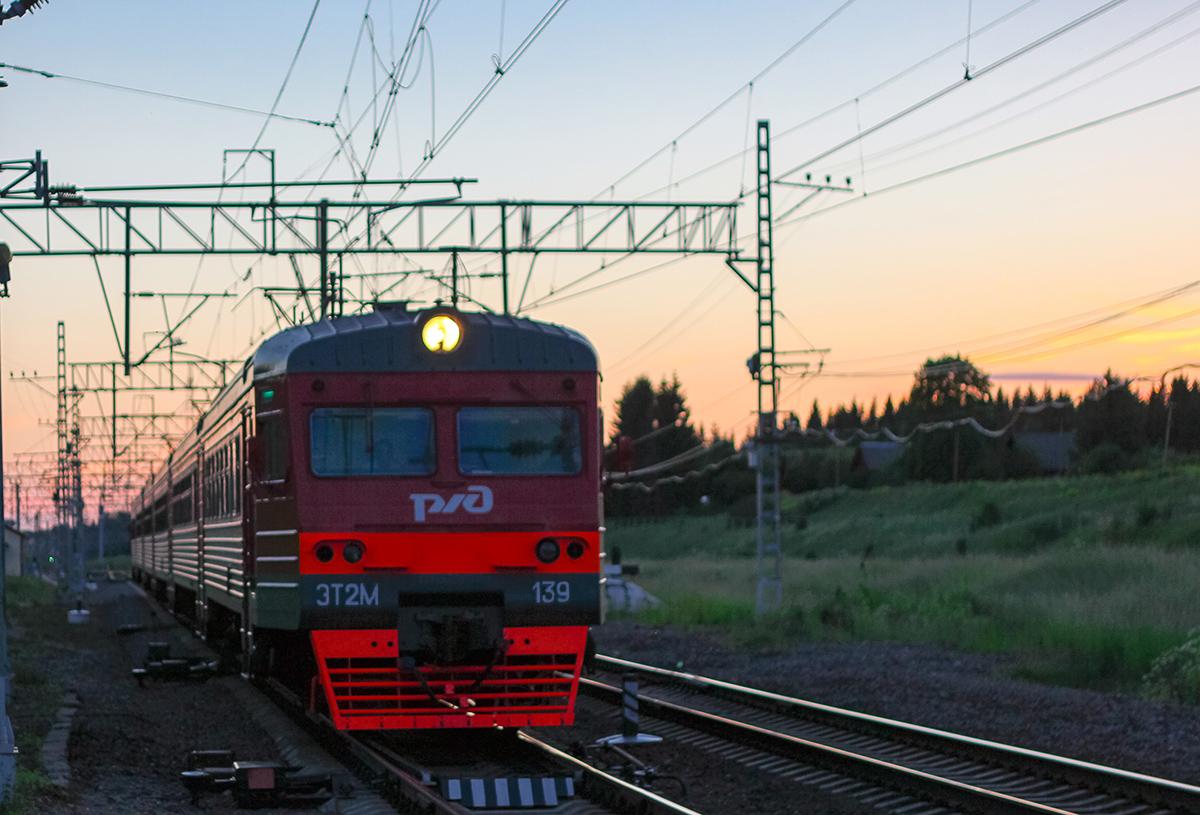 Электропоезд ЭТ2М-139, станция Мстинский мост