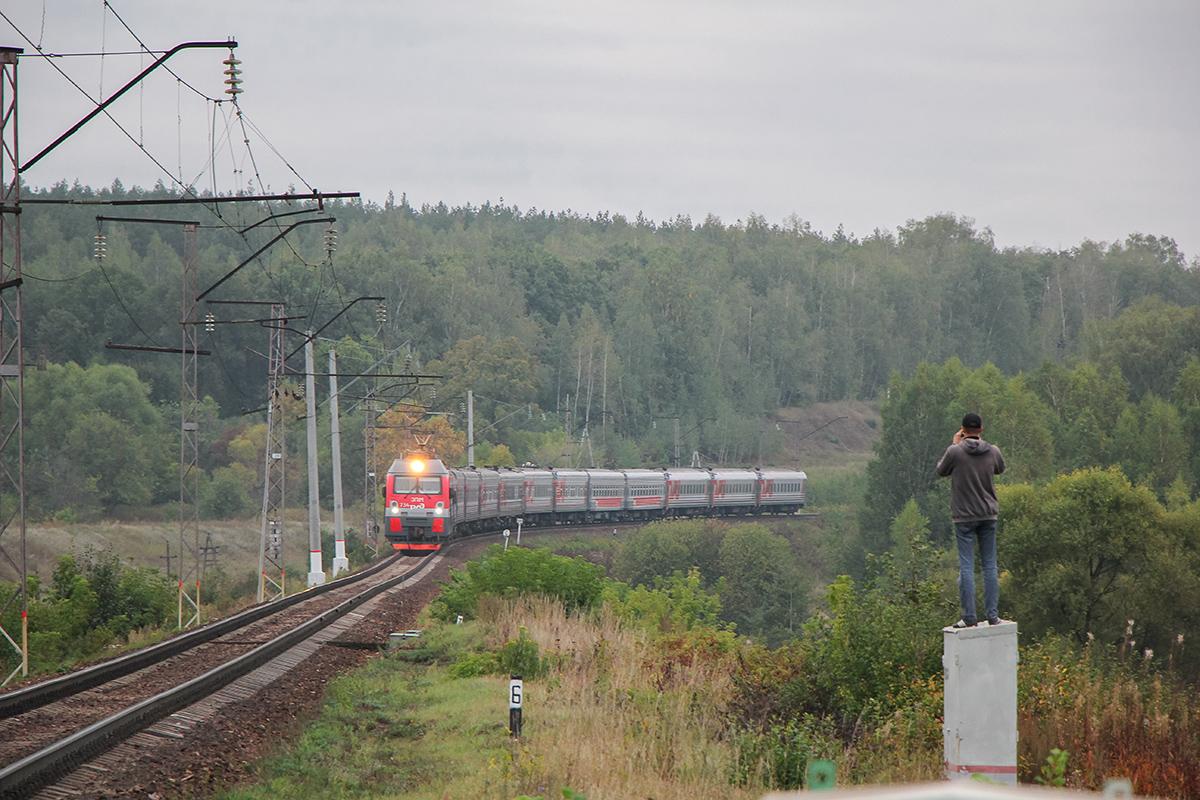 Электровоз ЭП1М-734 с поездом, перегон Павелец-I-Тульский - Мшанка