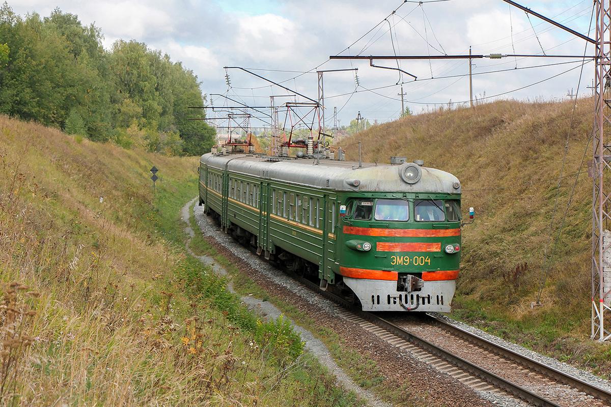 Электропоезд ЭМ9-004 на станции Мшанка