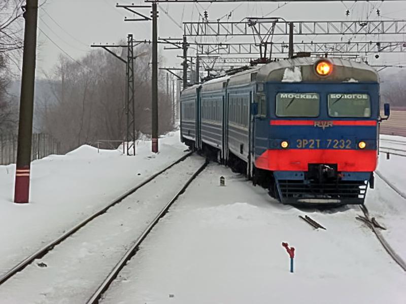 Электропоезд ЭР2Т-7232 прибывает на станцию Химки