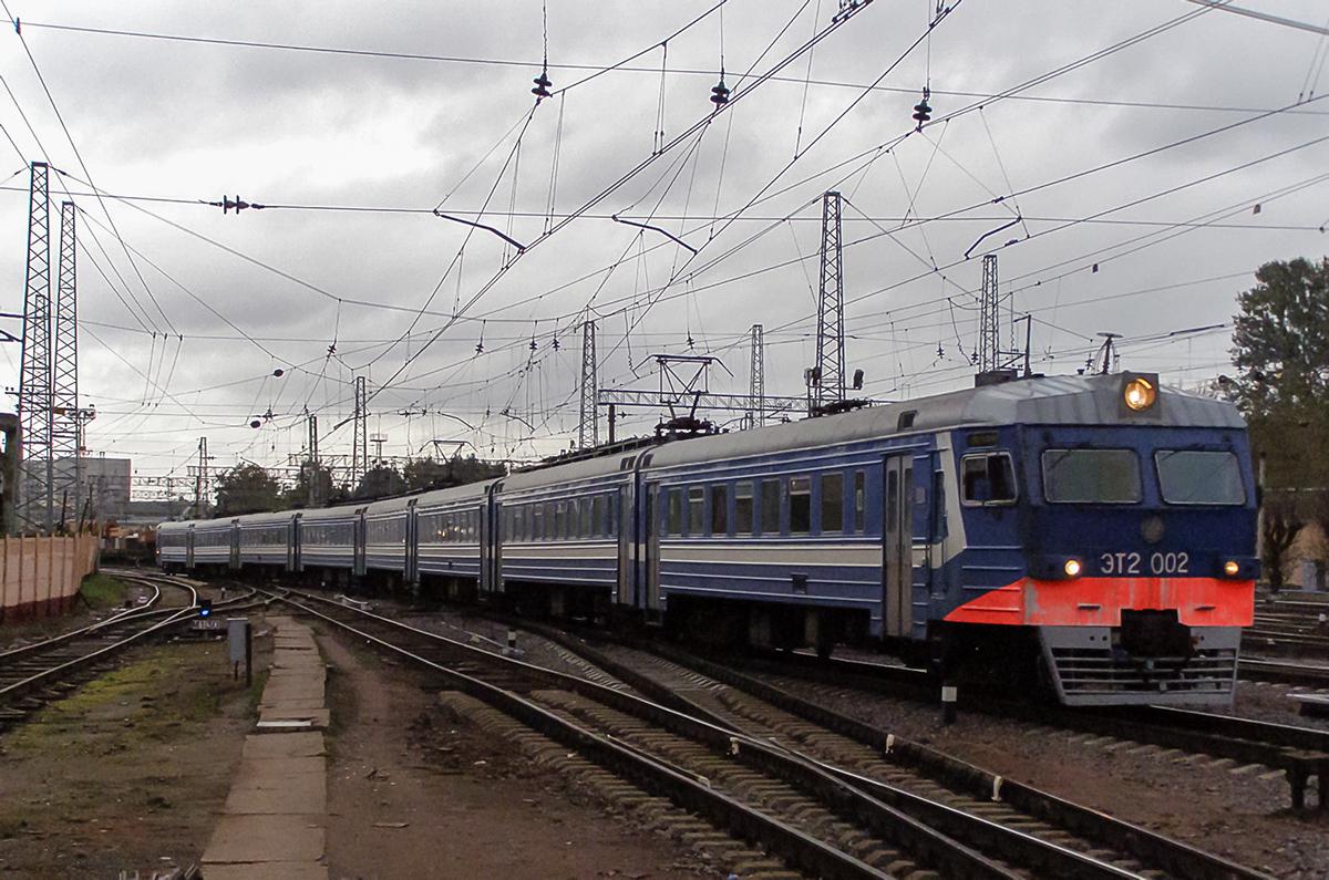 Электропоезд ЭТ2-002 на станции Санкт-Петербург-Финляндский