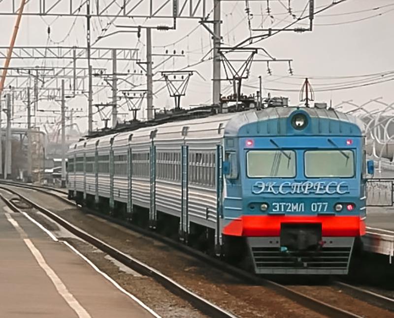 Электропоезд ЭТ2МЛ-077 у платформы Ленинский проспект, перегон Броневая - Лигово
