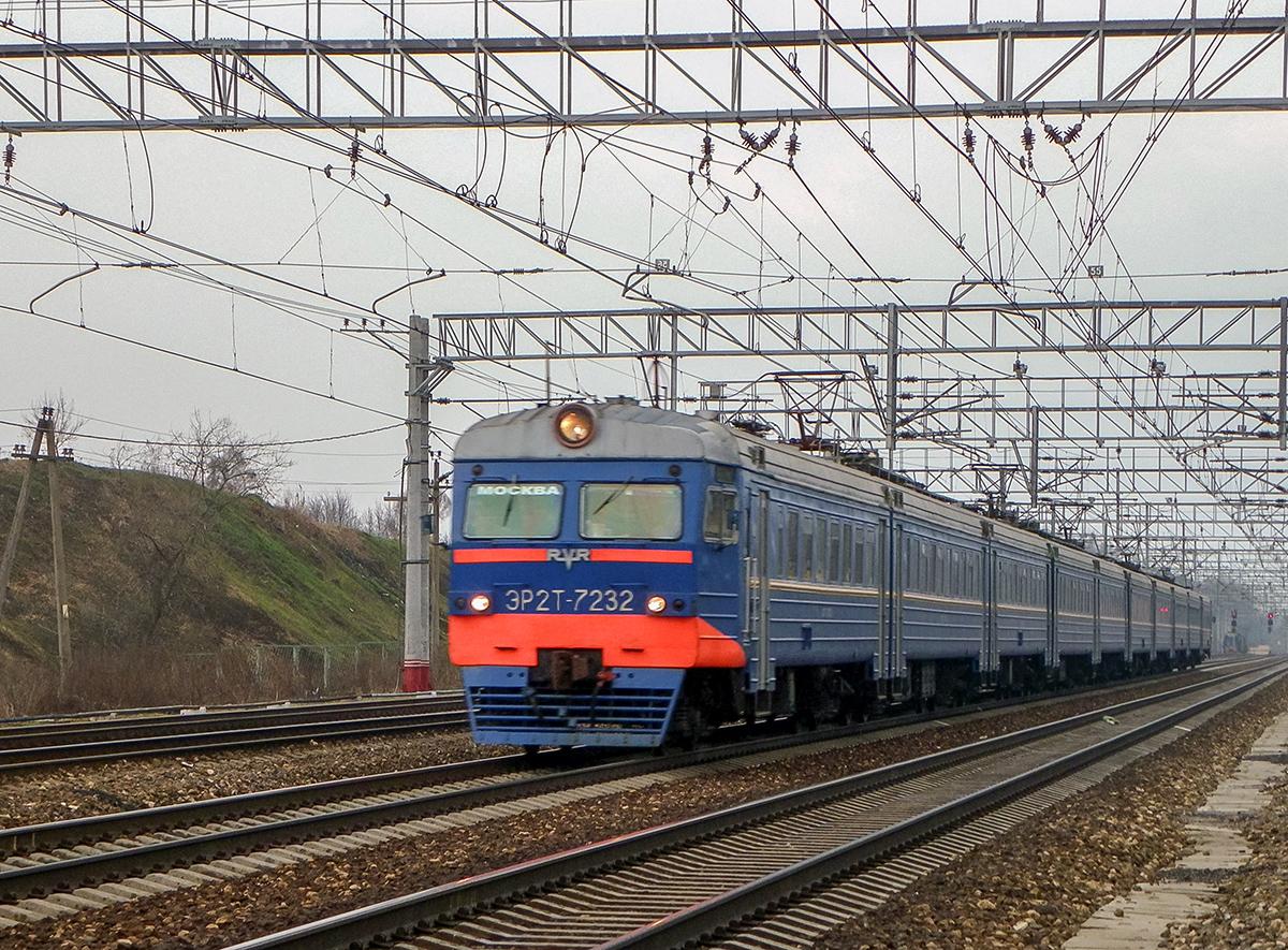 Электропоезд ЭР2Т-7232 на станции Поварово-I