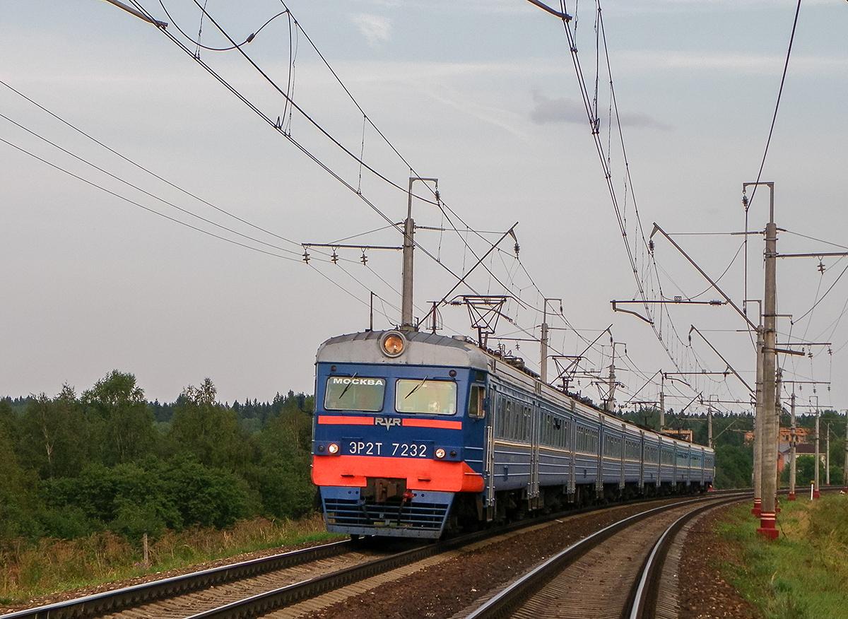 Электропоезд ЭР2Т-7232 близ платформы Сенеж, перегон Подсолнечная - Клин