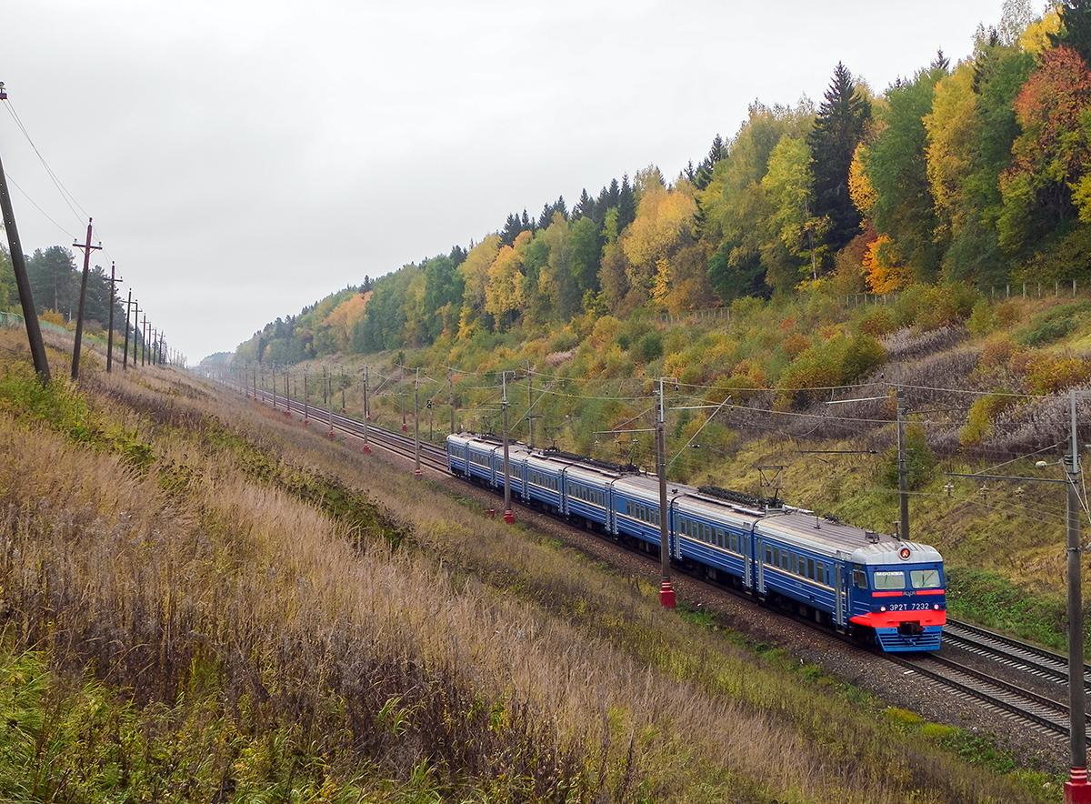 Электропоезд ЭР2Т-7232 на перегоне Подсолнечная - Клин, участок Покровка - Фроловское