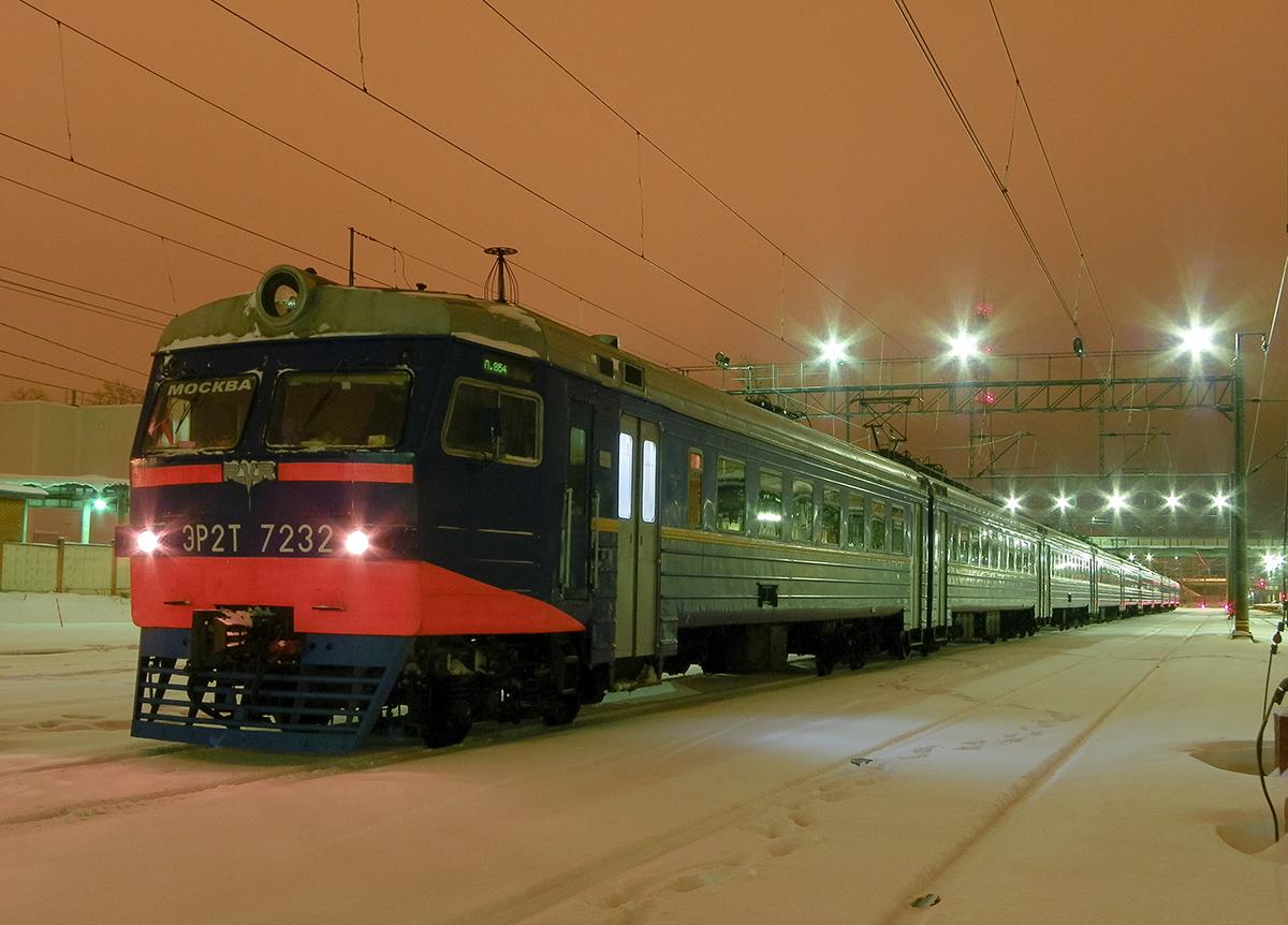 Электропоезд ЭР2Т-7232 на станции Клин