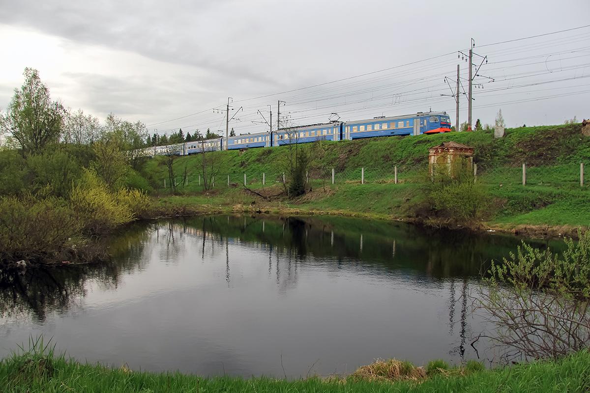 Электропоезд ЭР2Т-7232 близ платформы Покровка, перегон Клин - Подсолнечная