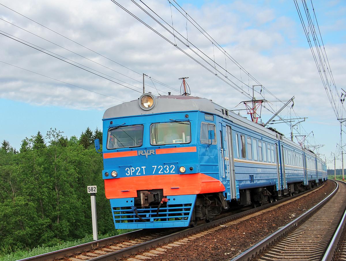 Электропоезд ЭР2Т-7232 близ платформы Сенеж, перегон Клин - Подсолнечная