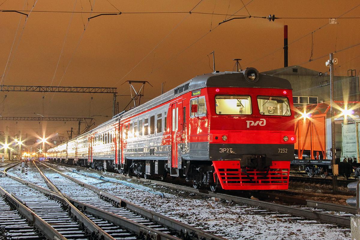 Электропоезд ЭР2Т-7232 на станции Тверь
