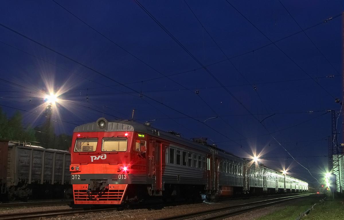 Электропоезд ЭТ2-013 на станции Торжок