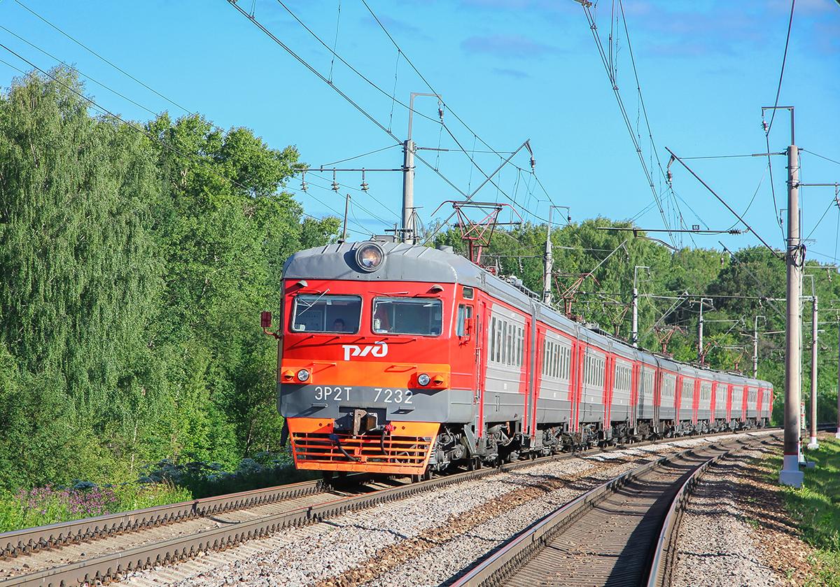 Электропоезд ЭР2Т-7232 на перегоне Клин - Подсолнечная