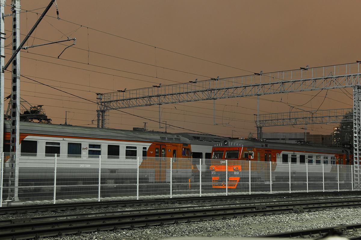 Электропоезда ЭР2Т-7232 и ЭТ2-013 в депо МДОСС Подмосковная