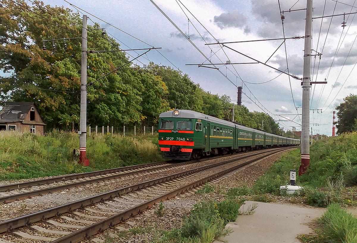 Электропоезд ЭР2Р-7040 на перегоне Клин - Решетниково