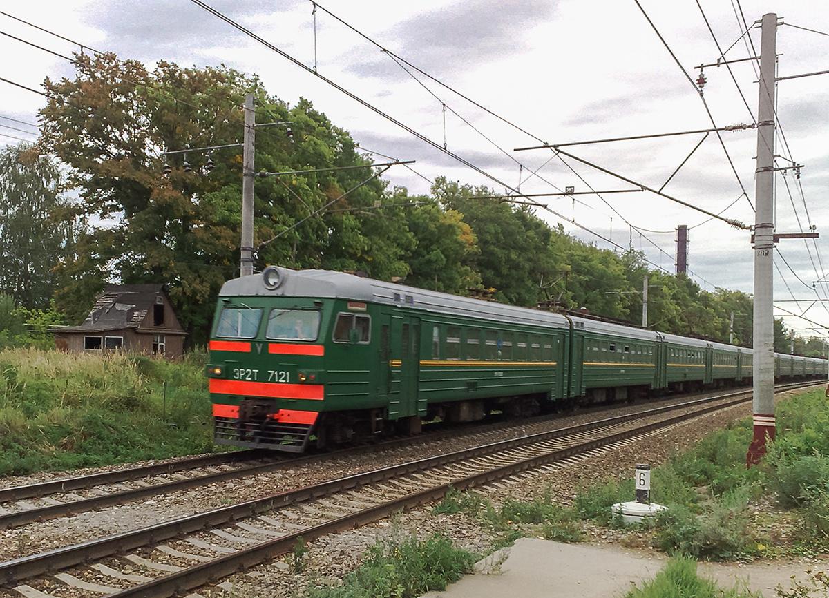 Электропоезд ЭР2Т-7121 на перегоне Клин - Решетниково