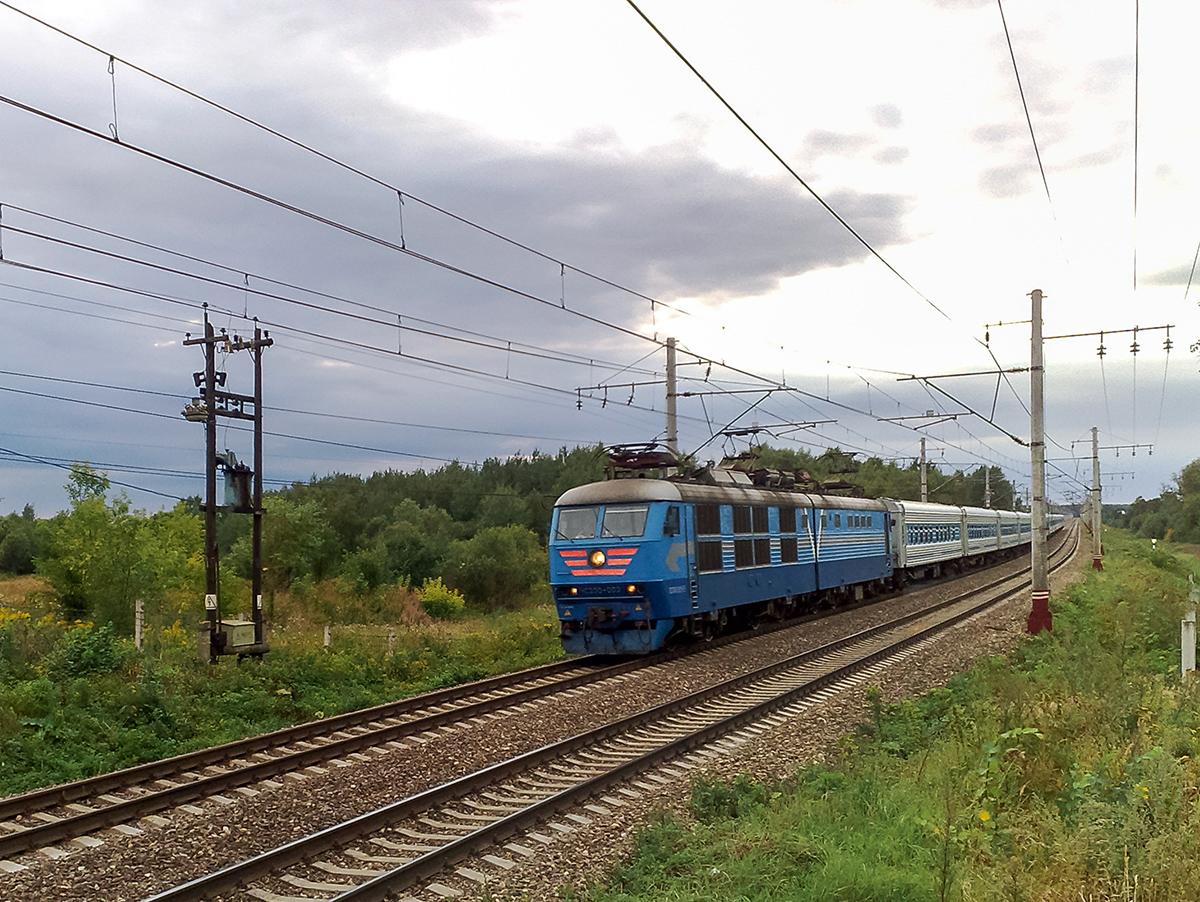 Электровоз ЧС200-003 с фирменным поездом Юность, перегон Решетниково