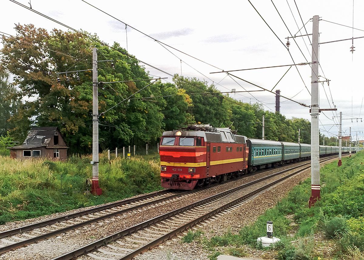 Электровоз ЧС2Т-1018 с фирменным поездом Карелия, перегон Клин - Решетниково