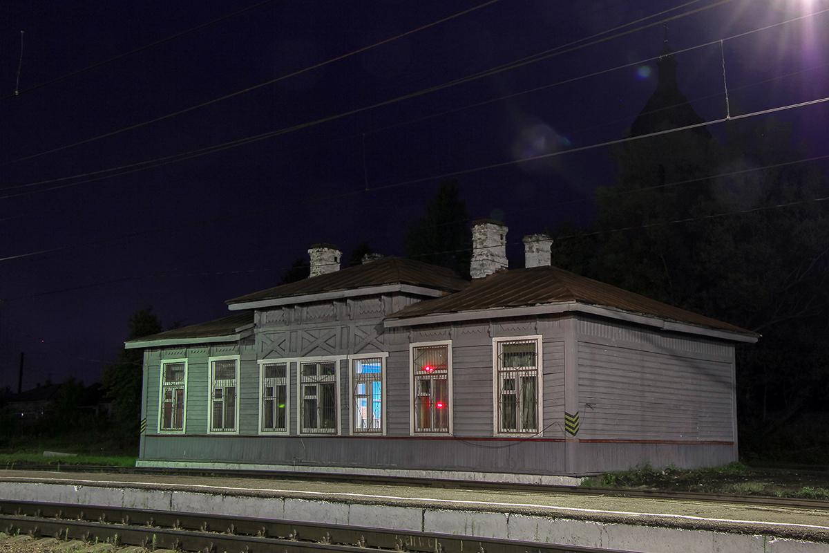 Здание ЛОВД на станции Окуловка