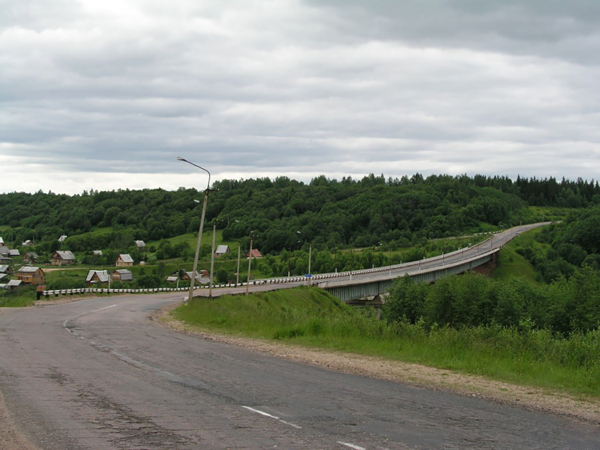 Автомобильный мост через реку Мсту, вид на Малую Вишеру