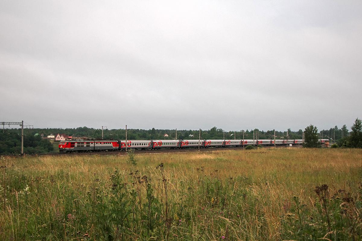 Электровоз ЧС6 с поездом, перегон Мстинский мост - Торбин