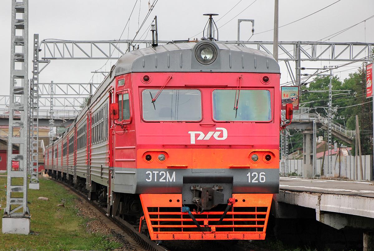 Электропоезд ЭТ2М-126 на станции Малая Вишера