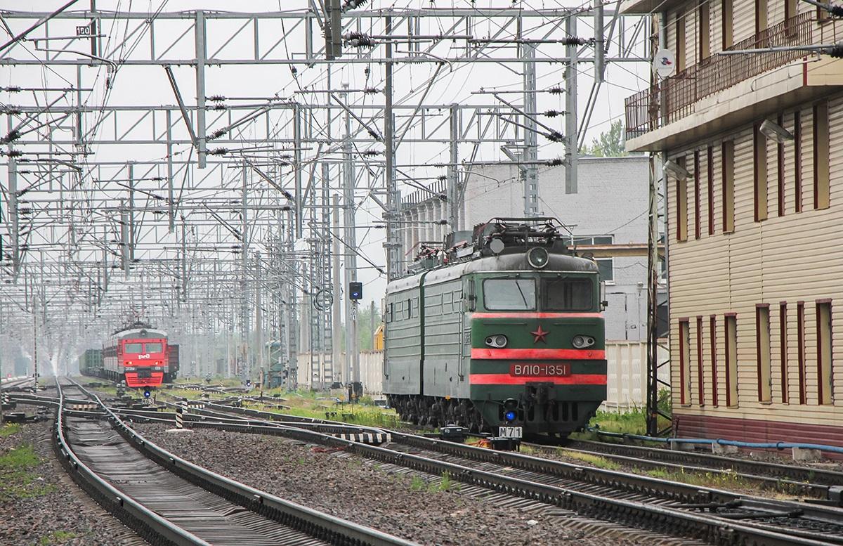 Электровоз ВЛ10-1351 на станции Малая Вишера