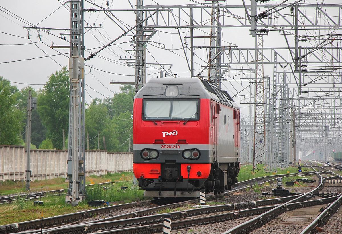 Электровоз ЭП2К-219 на станции Малая Вишера