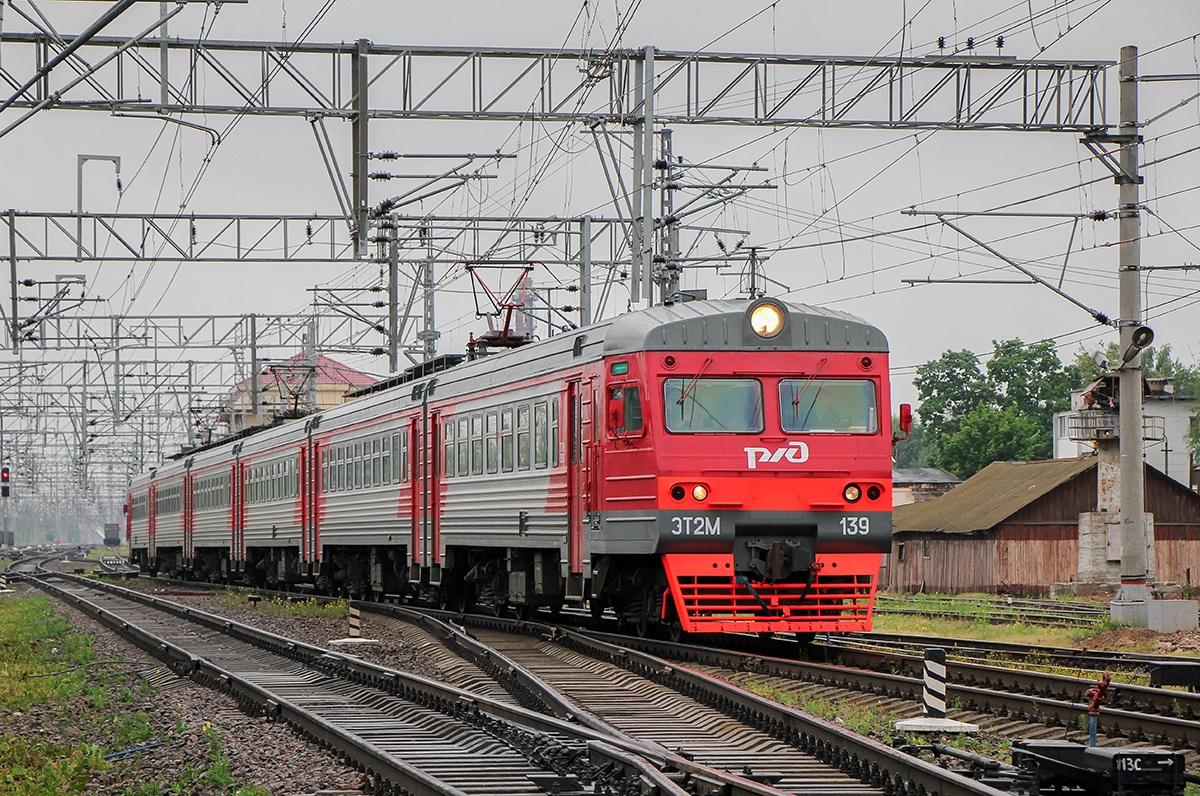 Электропоезд ЭТ2М-139 на станции Малая Вишера