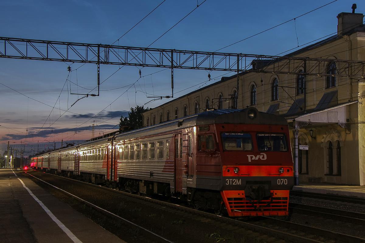 Электропоезд ЭТ2М-070 на станции Любань
