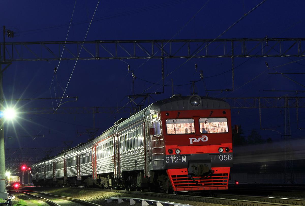 Электропоезд ЭТ2М-056 на станции Любань