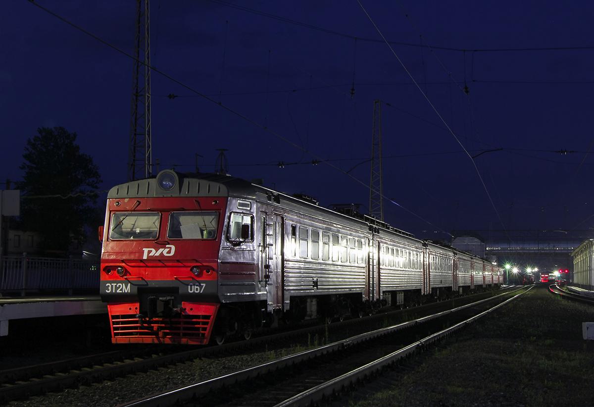Электропоезд ЭТ2М-067 на станции Любань