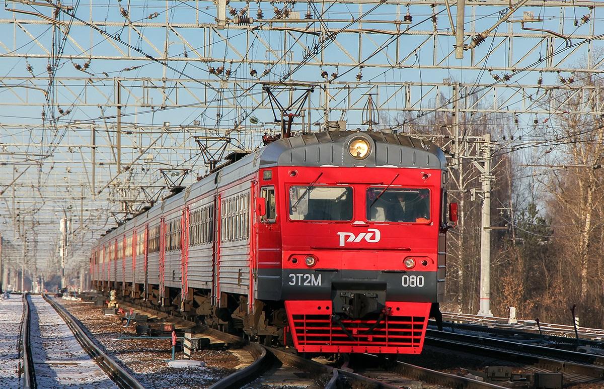 Электропоезд ЭТ2М-080 на станции Поварово-I