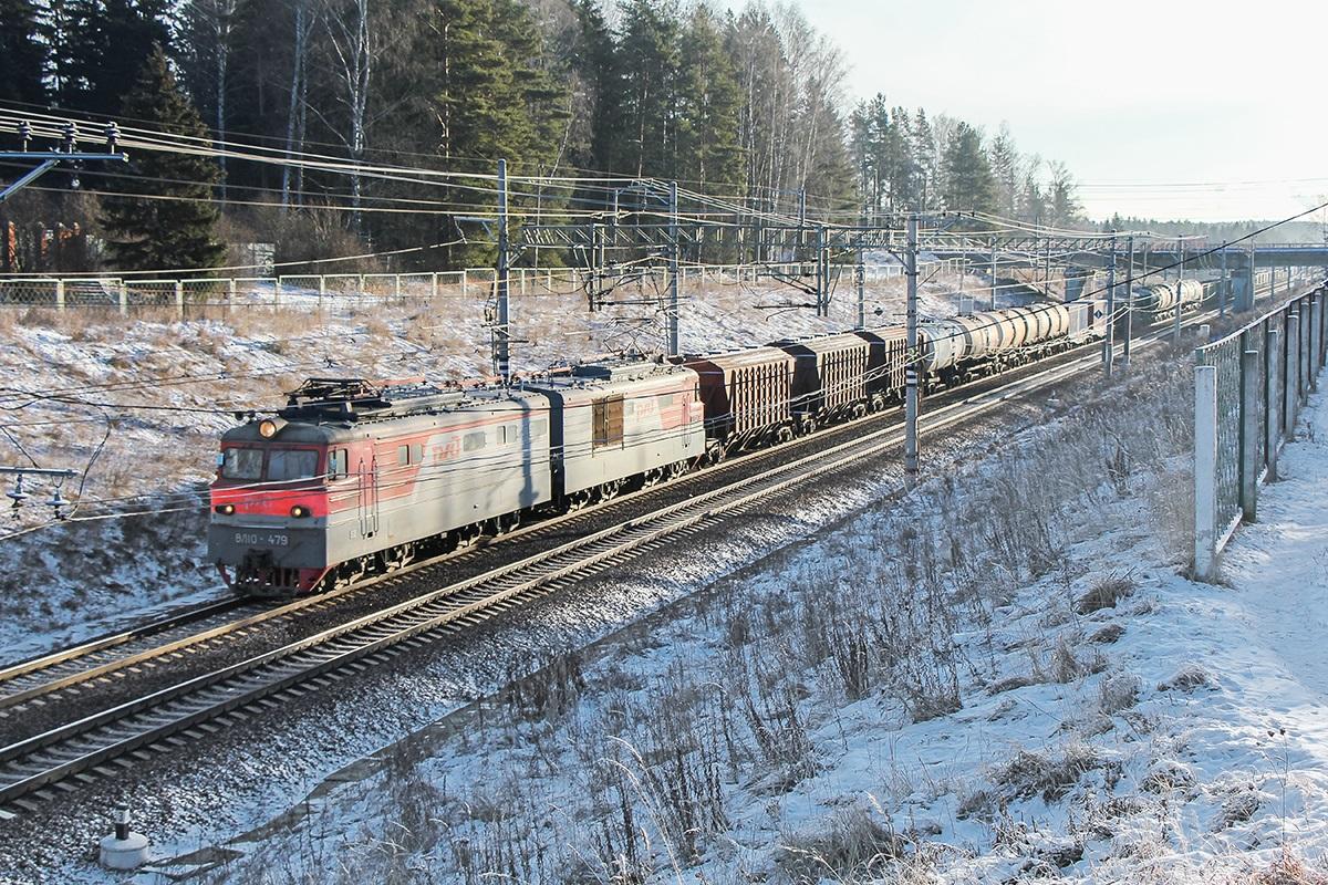 Электровоз ВЛ10-479 с грузовым поездом, станция Поварово-I
