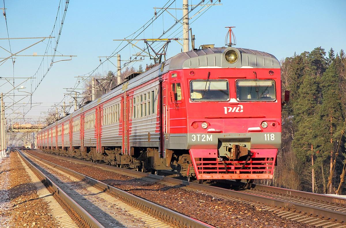 Электропоезд ЭТ2М-118 на станции Поварово-I