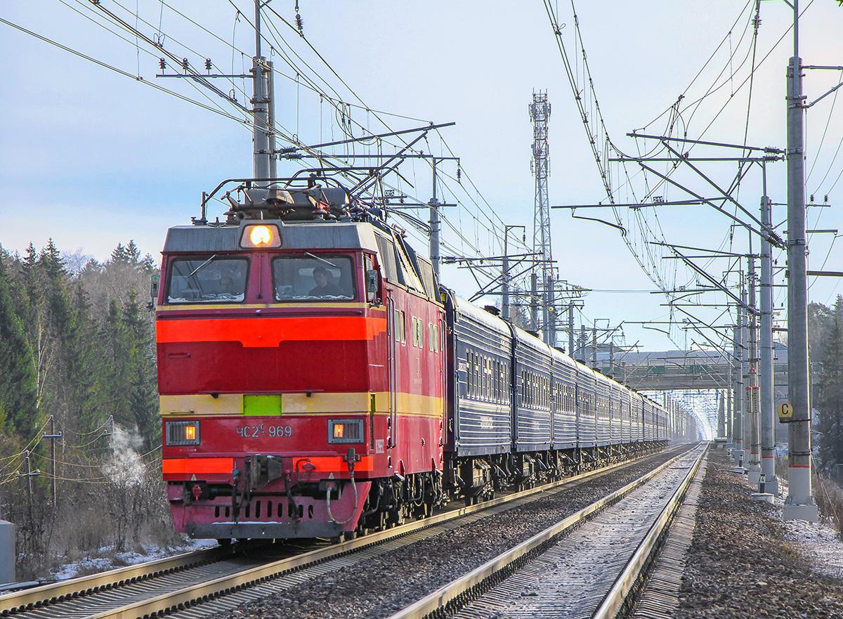 """Электровоз ЧС2Т-969 с вагонами фирменного поезда """"Экспресс"""" на перегоне Крюково - Поварово-I"""