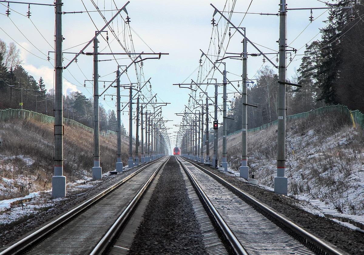 Вид от платформы Радищево в сторону платформы Алабушево, перегон Поварово-I - Крюково