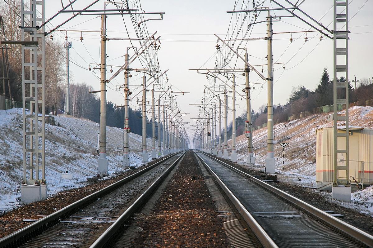 Вид от платформы Алабушево в сторону платформы Радищево