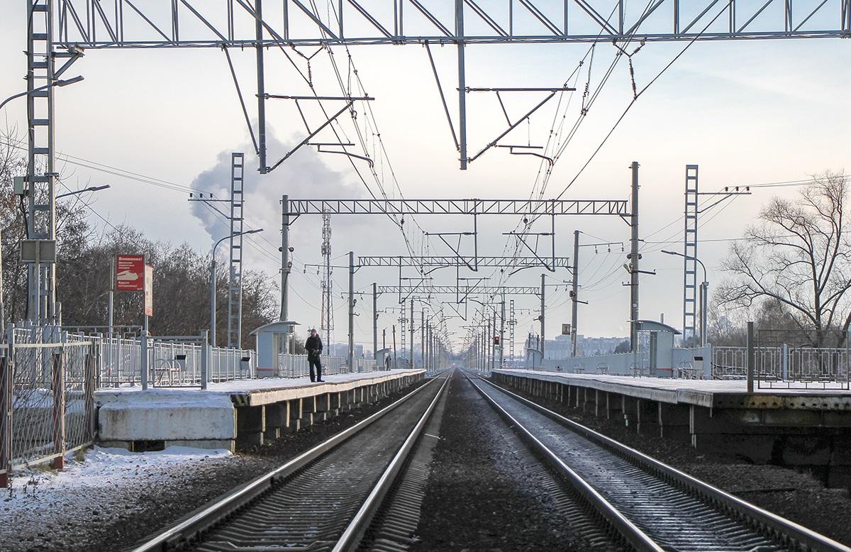Вид на платформу Алабушево со стороны платформы Радищево