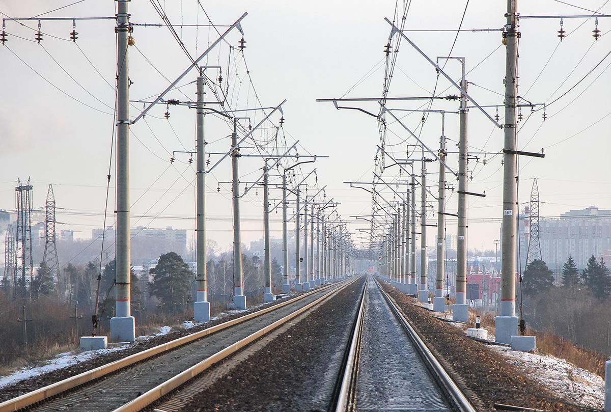 Вид от платформы Алабушево в сторону станции Крюково