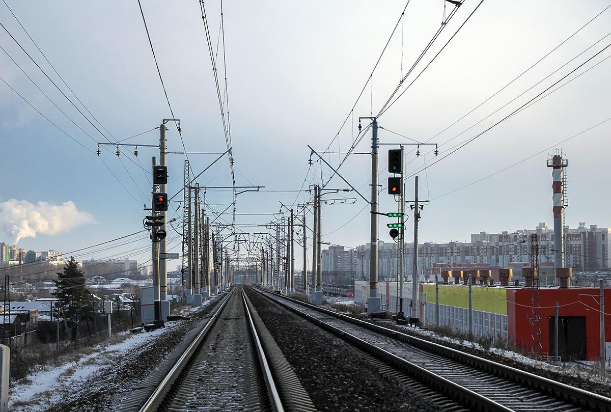 """Станция Крюково и входной светофор """"Н"""". Зелёный мигающий-жёлтый, с двумя зелёными полосами"""