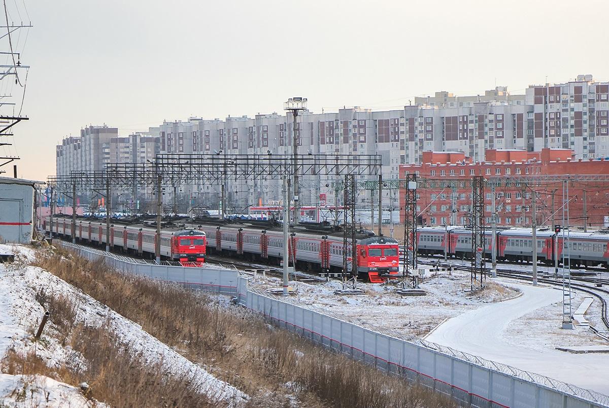 Электропоезда ЭТ2М-108 и ЭТ2М-129 на территории депо Крюково