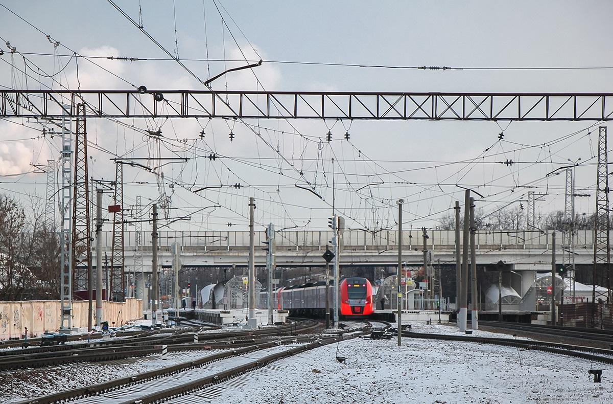Пассажирские платформы на станции Крюково, вид в сторону платформы Малино